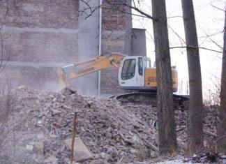 Wyburzenie kamienicy przy rondzie Gierka w Sosnowcu- fot. Monika Cygnarowska