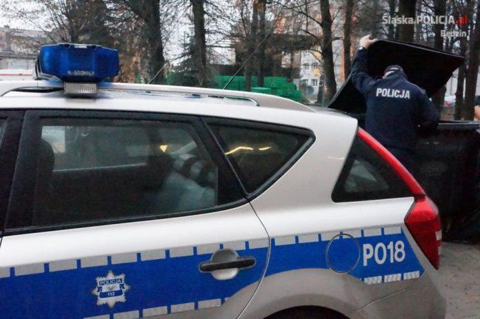 Bezdomny znaleziony na śmietniku – fot. KPP Będzin