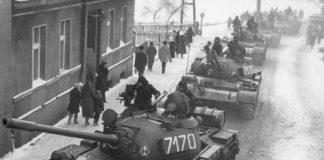 Czołgi T-55 podczas stanu wojennego - fot. Wikipedia