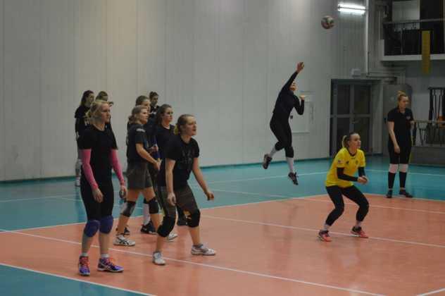 Siatkarki Płomienia Sosnowiec trenują przed drugą częścią sezonu – fot. MZ