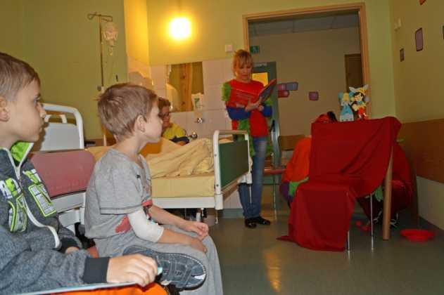 """""""Doktorzy clowni"""" odwiedzają dzieci - fot. MC"""