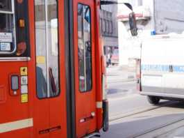 Kolizja tramwaju z samochodem osobowym - fot. MC