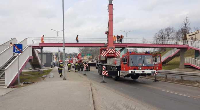 Uszkodzona kładka przy ul. Staszica w Czeladzi - fot. UM Czeladź