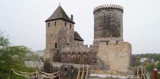 Trwa remont murów zamku - fot. MC