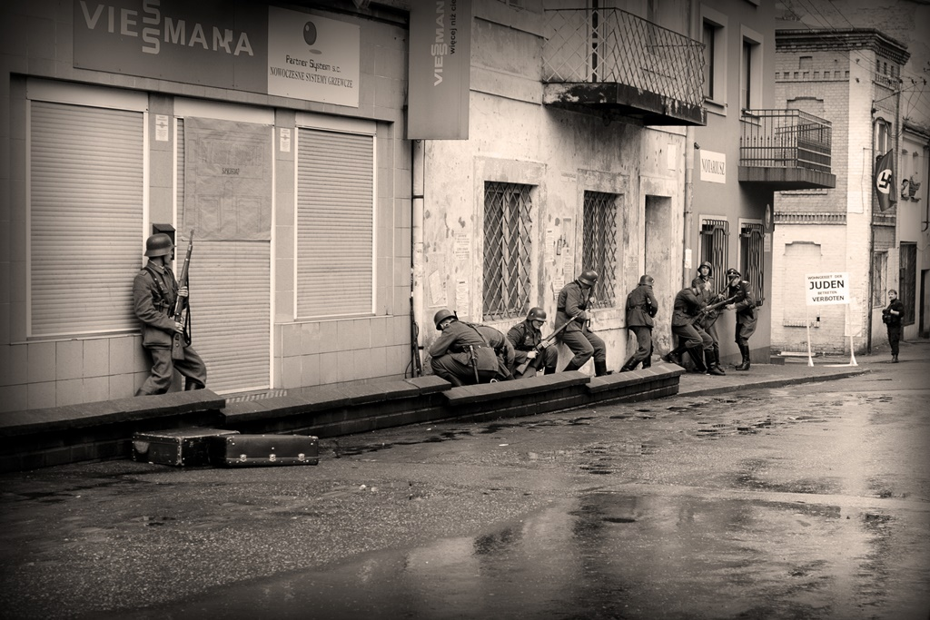 Ostatnie dni getta – rekonstrukcja z 2010 roku – fot. Ariadna Barszcz