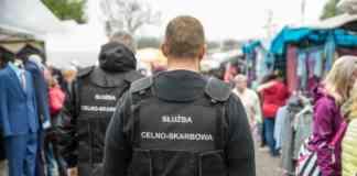 Kontrabanda na targowisku w Dąbrowie Górniczej - fot. Izba Administracji Skarbowej w Katowicach