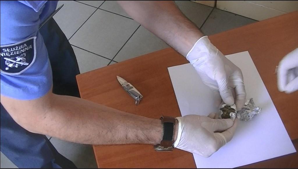 Narkotyki w Zakładzie Karnym w Wojkowicach - fot. Służba Więzienna Katowice