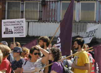 Protest przed Hutą Szkła w Zawierciu - fot. Okręg Sosnowiecki Razem