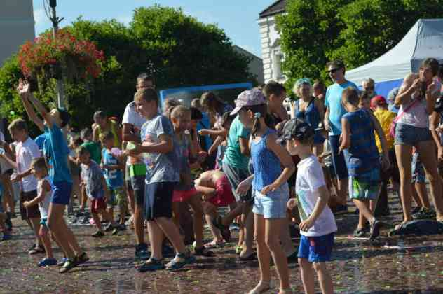 Bitwa na balony z wodą w Czeladzi – fot. MZ
