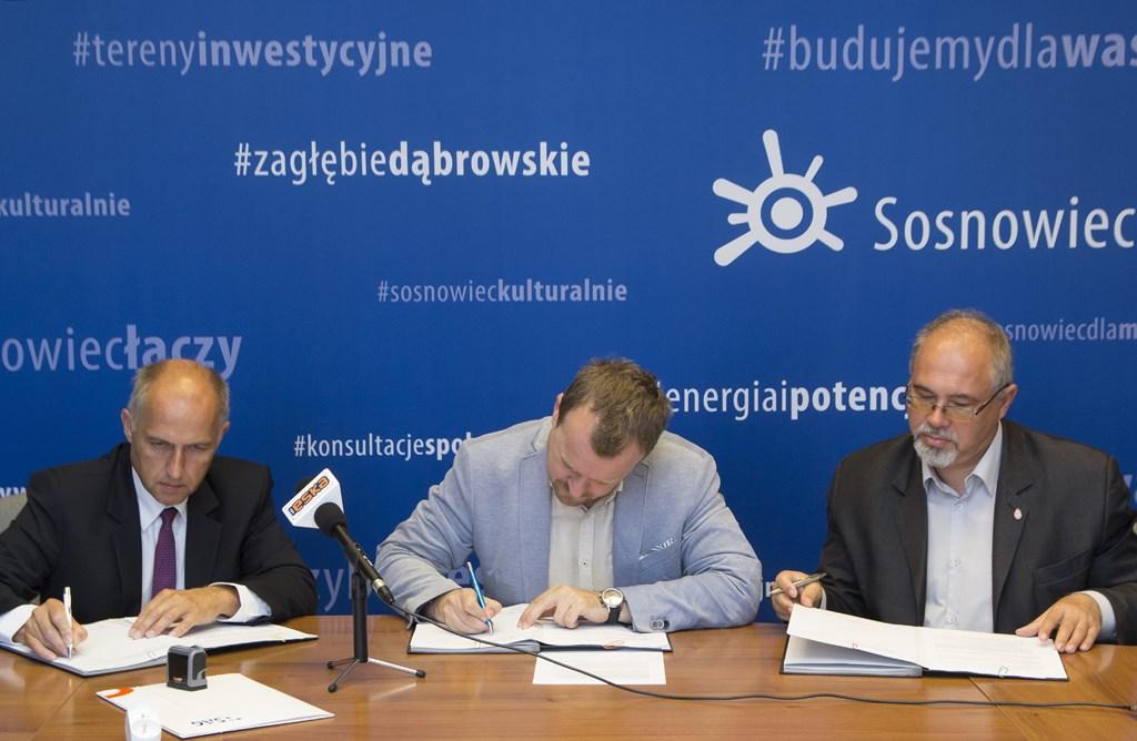Podpisanie umowy na wymianę oświetlenia ulicznego w Sosnowcu - fot. UM Sosnowiec