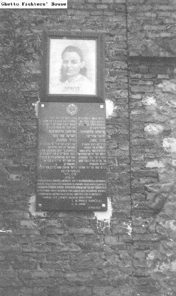 Tablica na kamienicy przy ul. Podsiadły - fot. Fundacja Brama Cukermana