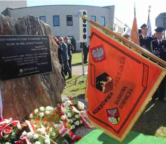 Odsłonięcie tablicy upamiętniającej wizytę Lecha Kaczyńskiego - fot. Łukasz Kasprzyk