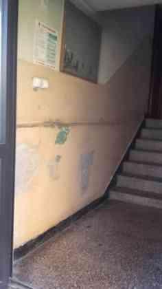 Klatka w budynku przy ul. Związku Orła Białego 11 - fot. AR