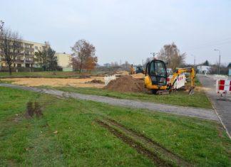 Powstają nowe miejsca parkingowe w Łęknicach - fot. Dariusz Nowak