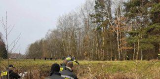 Tragicznie zakończyły się poszukiwania 51-letniego mieszkańca powiatu myszkowskiego, który 26 listopada wyszedł ze Szpitala Powiatowego w Zawierciu. - W piątek, kilkudziesięciu przedstawicieli służb, kolejny dzień poszukiwało zaginionego 51-latka. Czynności były prowadzone na terenie Marciszowa. Na początku znaleziono torbę, którą zaginiony miał mieć przy sobie, a 100 metrów dalej telefon. Nieopodal, w rzece na terenie powiatu myszkowskiego, znaleziono zwłoki mężczyzny – mówi Andrzej Świeboda, rzecznik KPP w Zawierciu. Na miejscu trwają czynności.