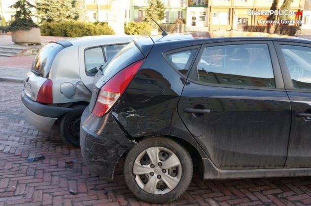 Kierowca BMW staranował 11 zaparkowanych samochodów - fot. KMP Dąbrowa Górnicza