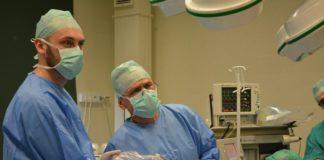Operacja laparoskopowego usunięcia guza jelita – fot. Leszek Szymczyk/PZZOZ