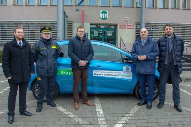 Straż Miejska w Jaworznie testuje samochód elektryczny - fot. UM Jaworzno