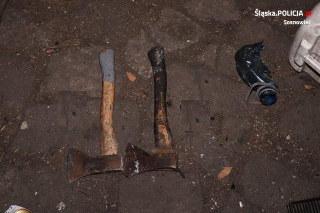 Zaatakowali policjantów siekierami - fot. KMP Sosnowiec