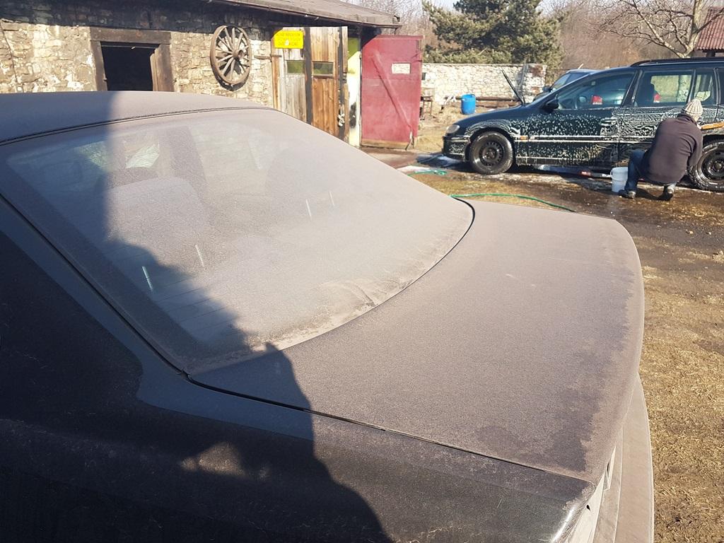 Pył na samochodzie w Tworzniu - fot. archiwum prywatne