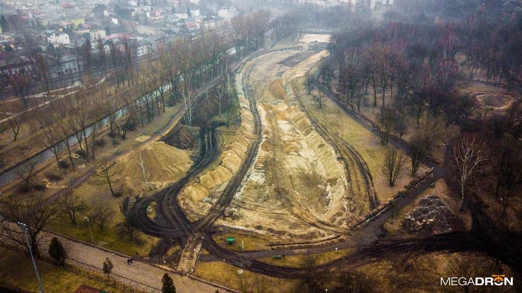 Trwa remont Parku Grabek w Czeladzi - fot. Maciej Łukasik - MEGADRON