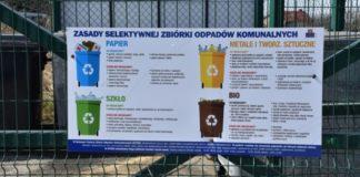 Plansza z zasadami segregowania odpadów - fot. Krzysztof Kozieł