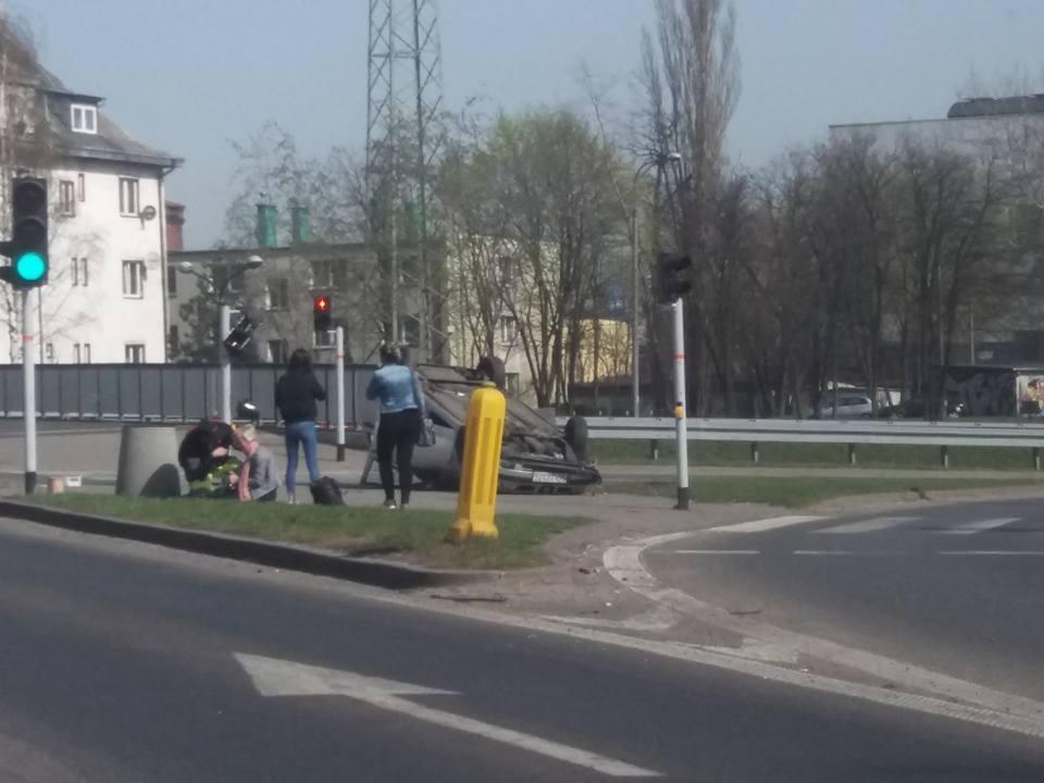 Wypadek na ul. Baczyńskiego w Sosnowcu - fot. Gdzie stoją w Sosnowcu/Facebook
