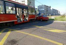 """Tramwaj zderzył się z """"osobówką"""" w Sosnowcu - fot. Sosnowiec na sygnale/Facebook"""