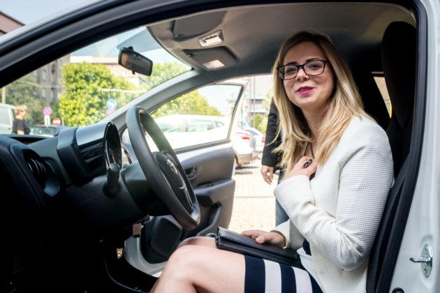 Zwyciężczyni loterii podatkowej Samochód za PIT – fot. Maciej Łydek/UM Sosnowiec