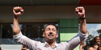 Dariusz Dudek cieszy się z awansu Zagłębia Sosnowiec do Ekstraklasy - fot. Wojciech Rejdych