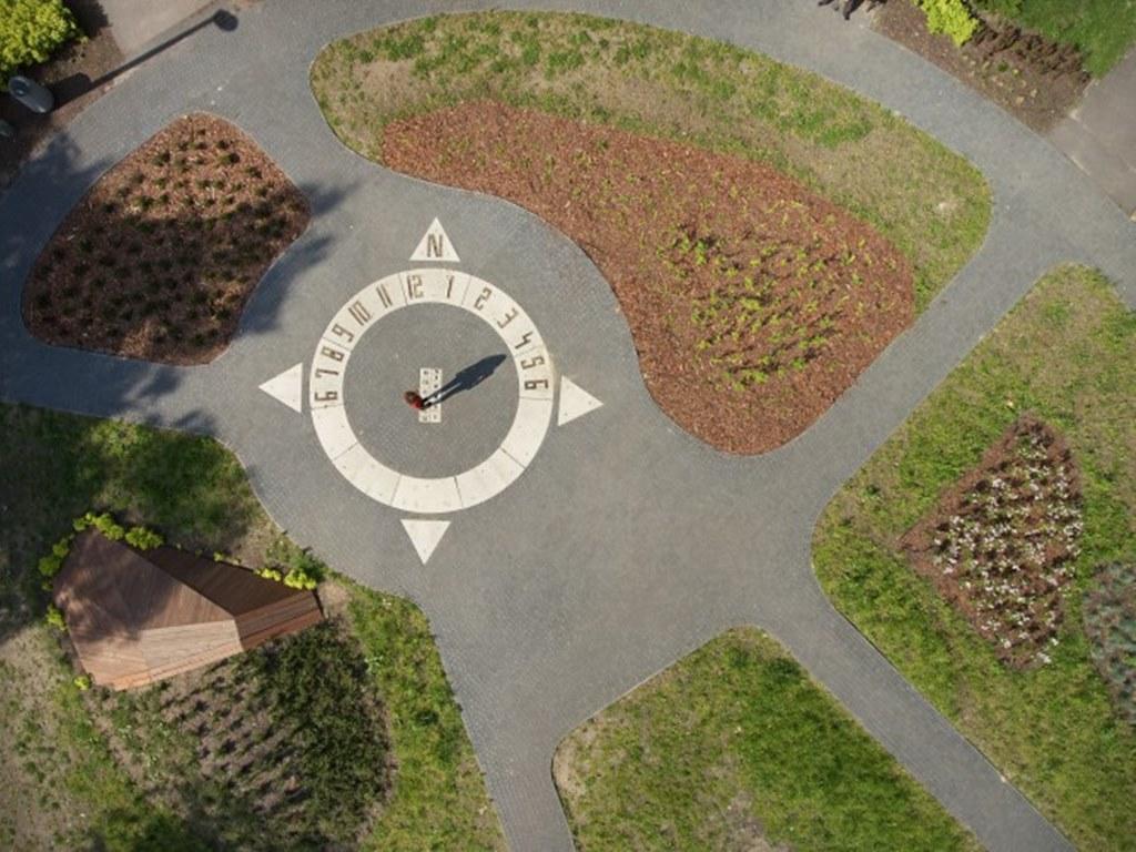 Plac parkowy z zegarem w Sosnowcu - fot. mat. pras.