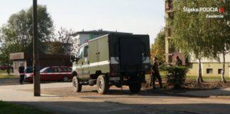 Pocisk artyleryjski na osiedlu w Zawierciu – fot. Policja