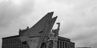 Pomnik Bohaterów Czerwonych Sztandarów – fot. AR