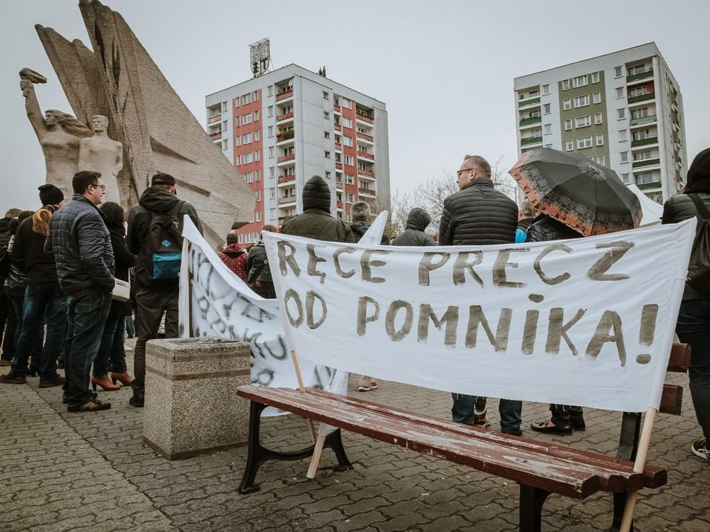 Walka o dąbrowski pomnik - fot. Bartek Kowal