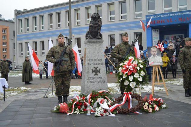 Odsłonięcie pomnika Szlaku Orląt Lwowskich upamiętniającego Jurka Bitschana w Czeladzi – fot. MZ