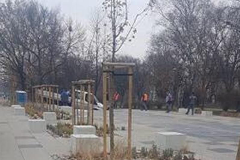 Samochód zapadł się w fontannie - fot. Dąbrowa Górnicza 112
