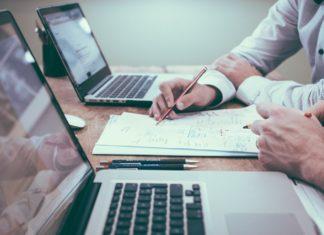 biznes, komputer, biuro - fot. Pixabay