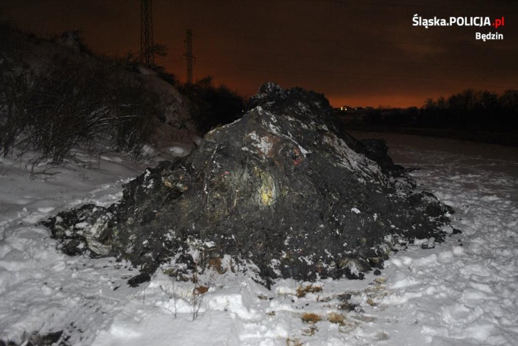 Wysypywali niebezpieczne odpady - fot. KPP w Będzinie