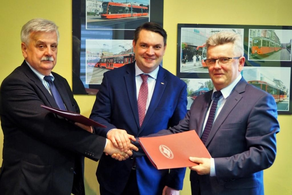 Podpisanie umowy na przebudowę torowiska na ul. Kasprzaka w Dąbrowie Górniczej - fot. Tramwaje Śląskie