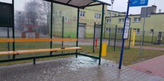 Wandale zdewastowali wiaty przystankowe - fot. Gmina Psary