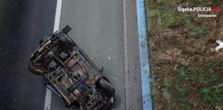 Samochód spadł z wiaduktu - fot. KMP w Sosnowcu