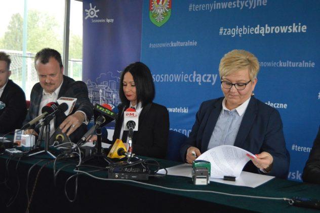 Podpisanie umowy na budowę stadionu piłkarskiego w Sosnowcu – fot. MZ