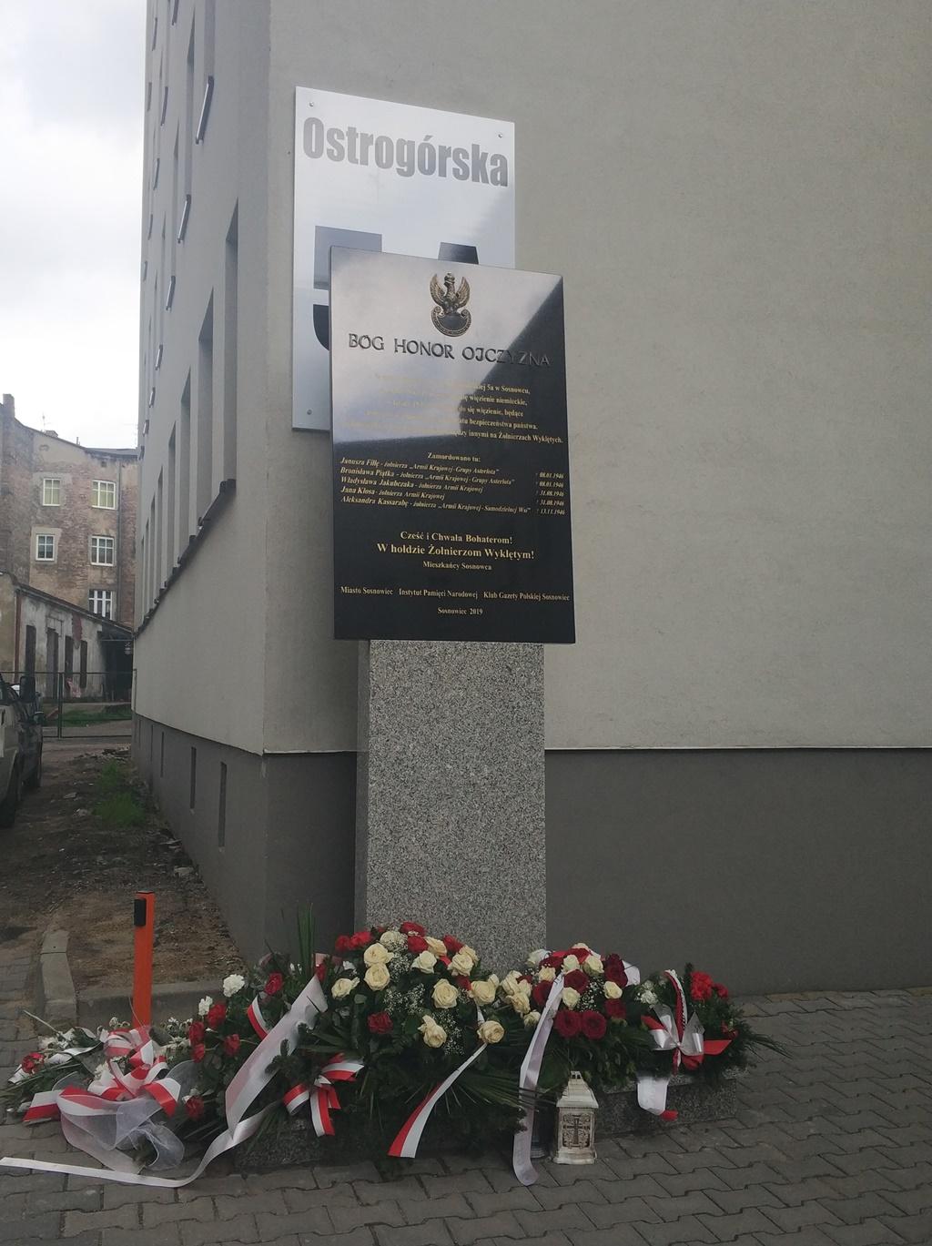 Odsłonięto tablicę upamiętniającą Żołnierzy Wyklętych - fot. MC