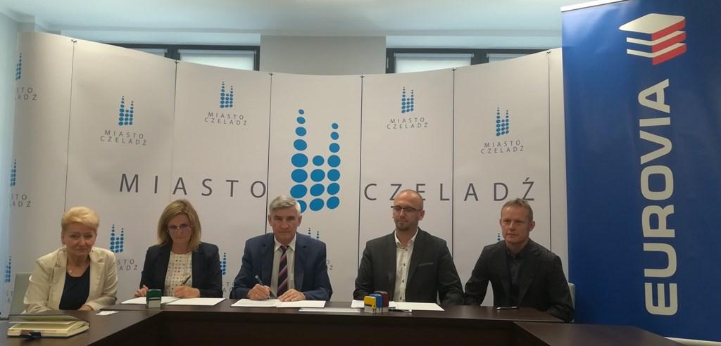 Podpisanie umowy na budowę centrów przesiadkowych w Czeladzi - fot. UM Czeladź
