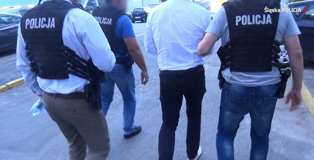 Urzędnik z Jaworzna usłyszał zarzuty przyjęcia korzyści majątkowych – fot. Śląska Policja