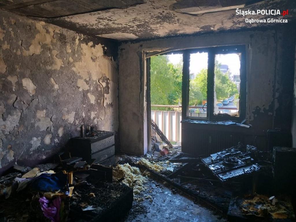 Pożar mieszkania w Dąbrowie Górniczej - fot. KMP w Dąbrowie Górniczej
