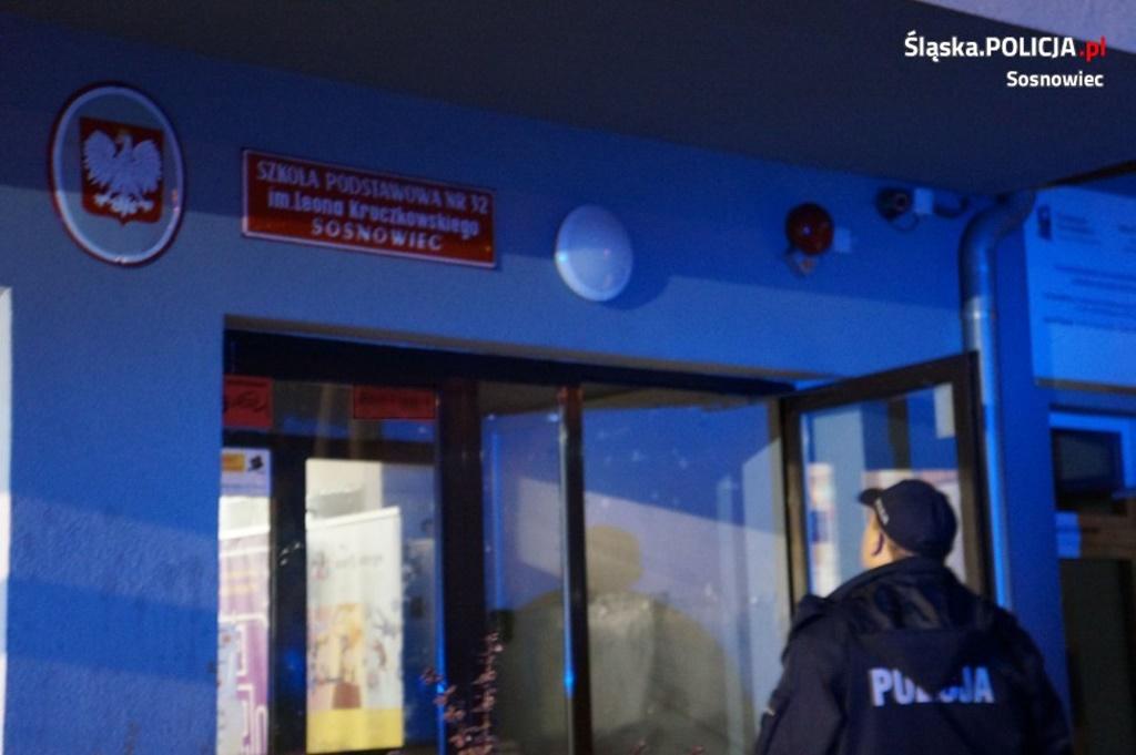 Desperat przetrzymywał dzieci w szkole - fot. KMP w Sosnowcu