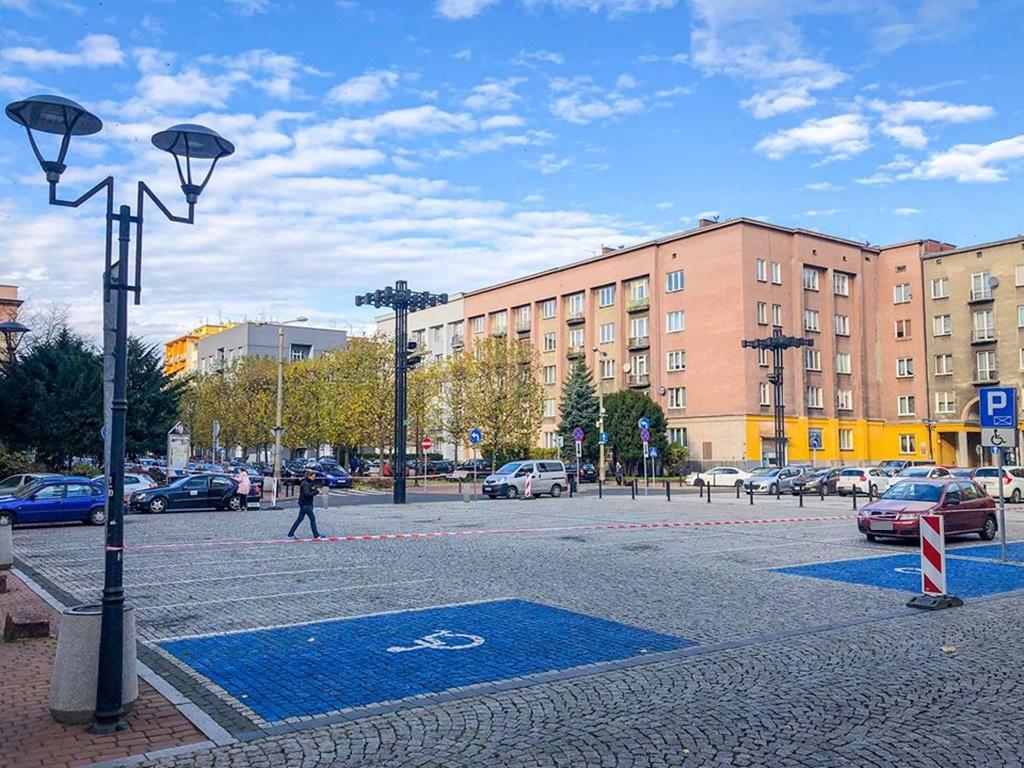 Trwa montaż miejskiej ślizgawki - fot. UM Sosnowiec