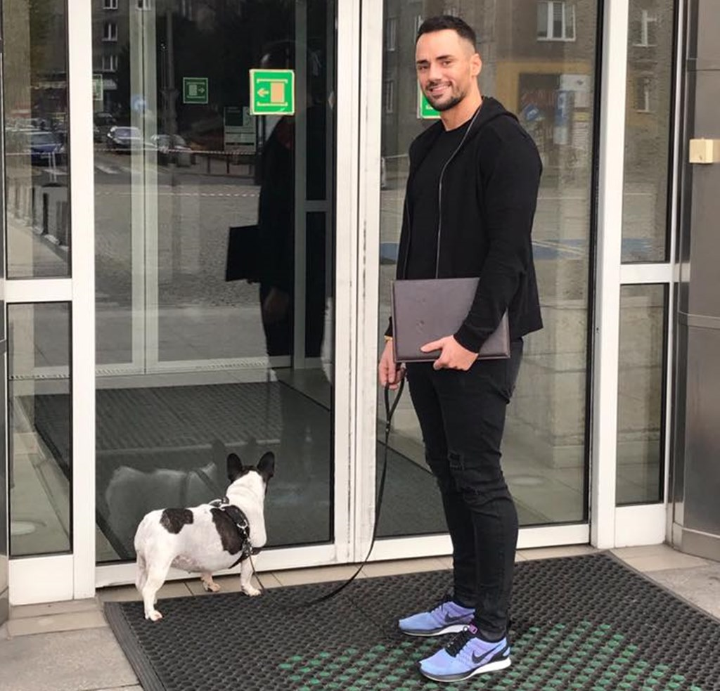 Radny Łukasz Litewka z psem - fot. arch. prywatne