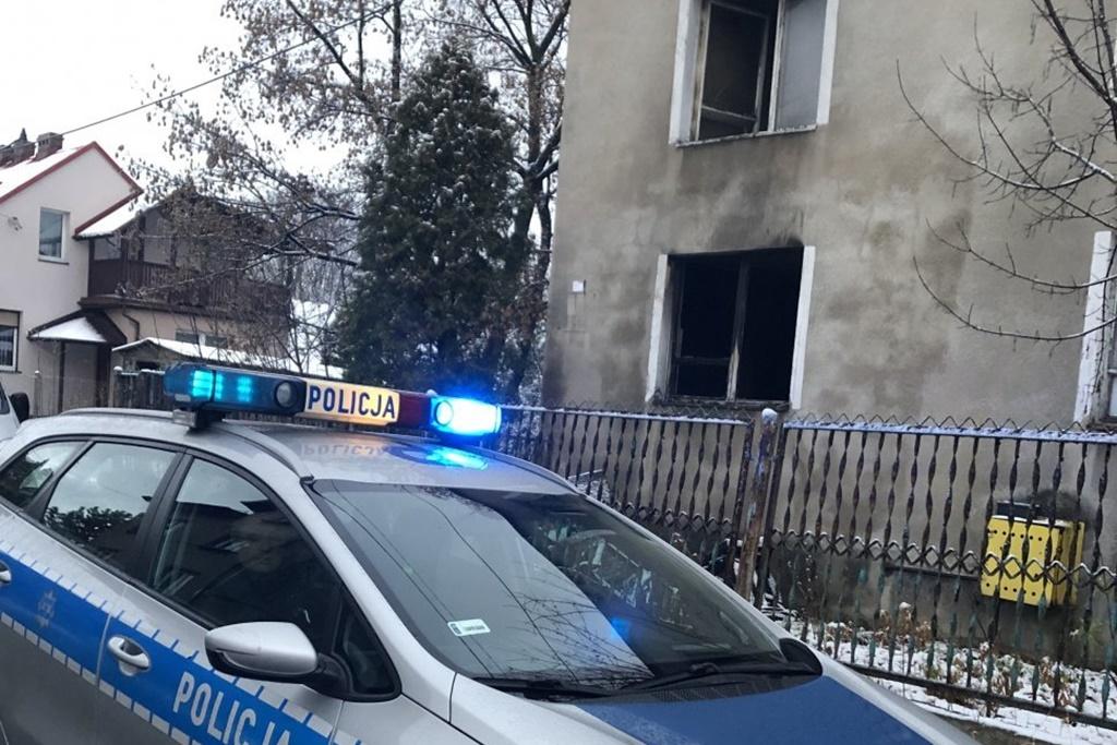 Policjanci uratowali człowieka z pożaru - fot. KMP w Jaworznie